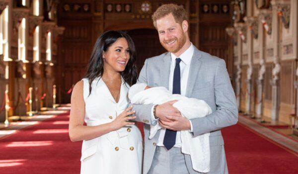 Se (anche) la regina dice che Archie è la copia di Harry: «È un bambino pieno d'amore»