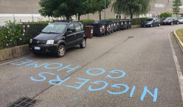 Scritta razzista davanti ad azienda nel veneziano