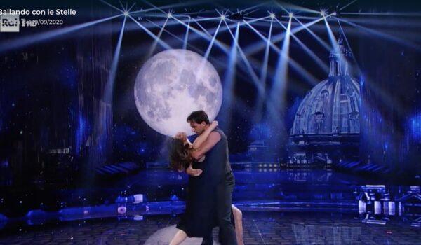 Elisa Isoardi, nel tango con Raimondo Todaro la conferma dell'amore?