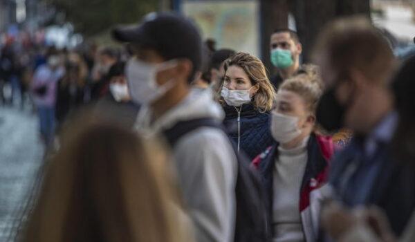 Covid: scontri a Praga in protesta anti-restrizioni