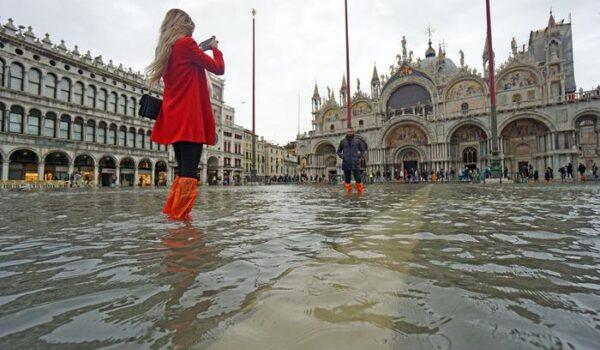 Venezia:marea tocca 105 centimetri,Piazza S. Marco si allaga