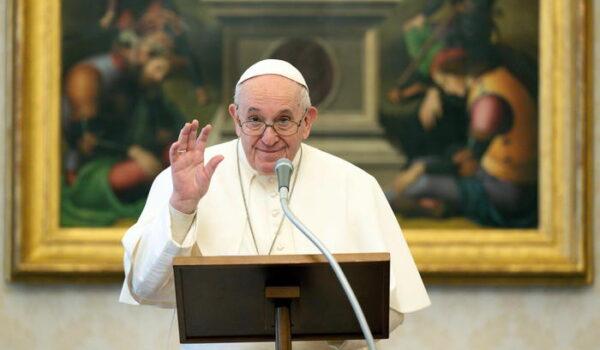 Papa: torna sciatalgia, non celebra messa e Vespri