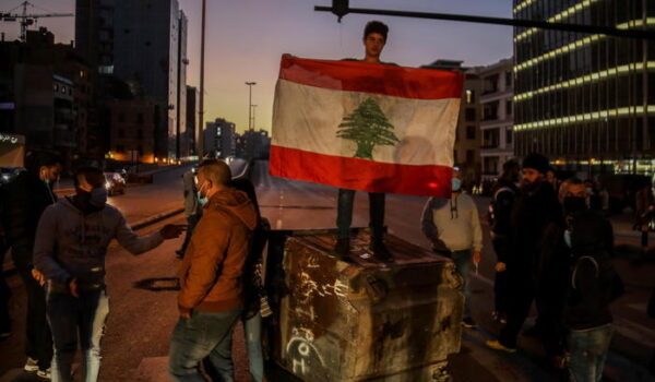 Scontri in Libano tra polizia e manifestanti anti-lockdown