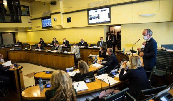 >ANSA-IL-PUNTO/COVID: Veneto, in Consiglio scontro su test