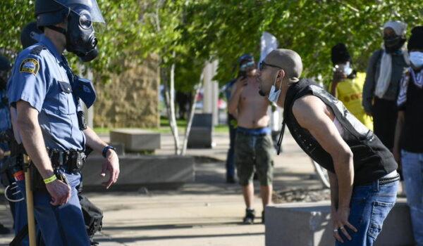 Minneapolis, terza serata di proteste