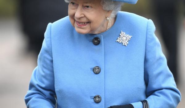La regina Elisabetta e la convivenza «forzata» con il principe Filippo (che non vuole tornare a Windsor)