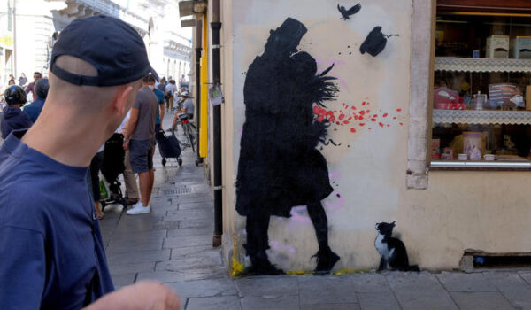 Restaurato murales Random imbrattato a Padova