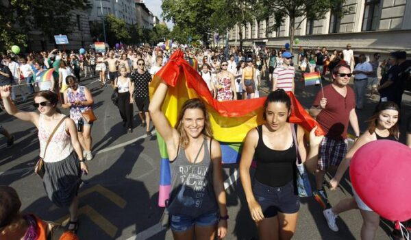 Il Parlamento Ue si illuminerà con i colori arcobaleno